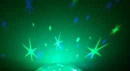 reer-Nachtlicht-leuchtet-gruen bild